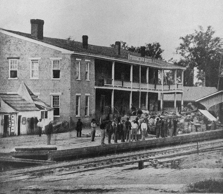 Federal troops overlooking the tracks in Corinth, Mississippi, 1862 (Library of Congress)