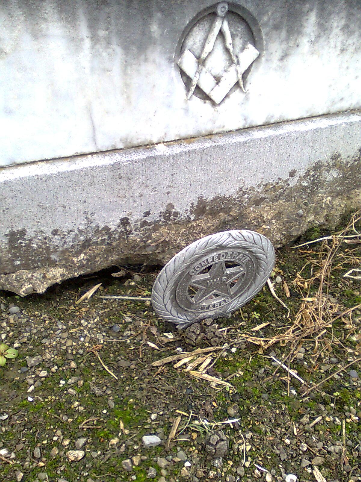 'Confederate Veteran' marker at the grave of Llewellyn Traherne Bassett Saunderson, Deansgrange, Co. Dublin (Photo: Eamonn McLoughlin)