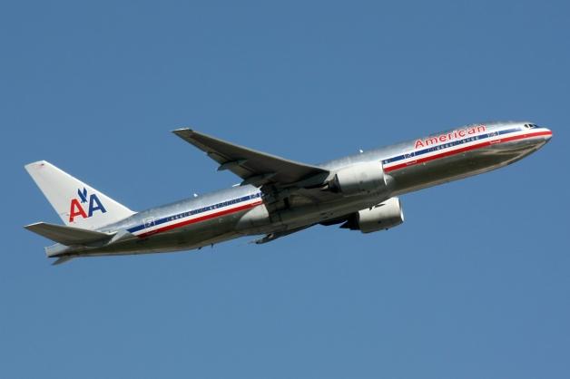 American_Airlines_Boeing_777-200_N762AN