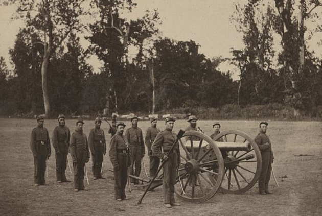 A squad of men from Battery A, 1st Illinois Light Artillery and their gun (Library of Congress)