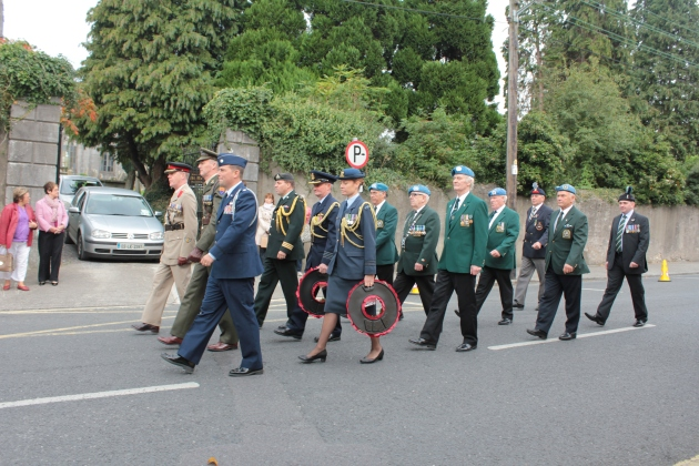 The military representatives prepare to set off from the Garrison Church to the Remembrance Arch (Sara Nylund)