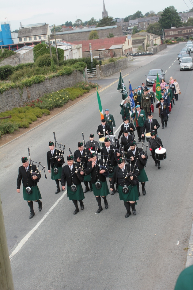 The procession from the Church through Tipperary to the Remembrance Arch (Sara Nylund)