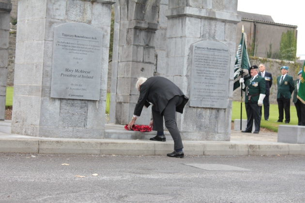 Major-General David Nial Creagh O'Morchoe lays a wreath on behalf of the Royal British Legion of Ireland (Sara Nylund)