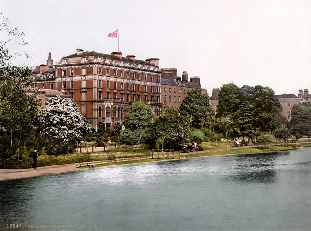 The Shelbourne Hotel, Dublin, c.1900. Sheridan stayed in one of the rooms facing Stephen's Green during his visit. Ulysses S. Grant also stayed here on his visit to Ireland (Library of Congress)