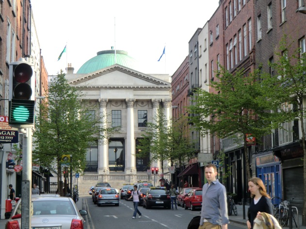 Parliament Street in Dublin, looking towards City Hall. This is where First Sergeant O'Driscoll's letter from Petersburg arrived to the newspaper offices in 1864 (Wikipedia)