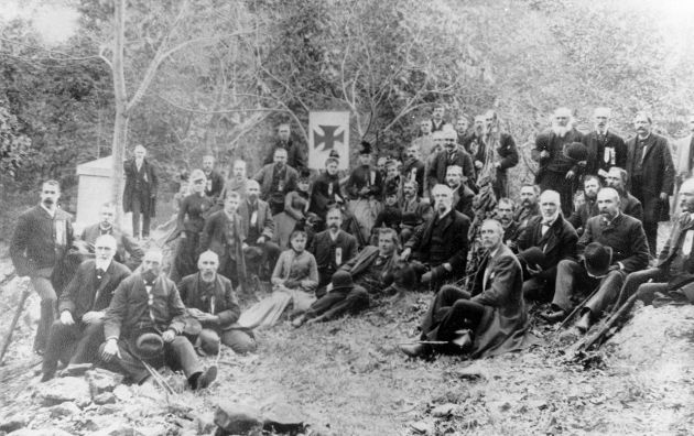 Reunion of veterans of the 20th Maine at Gettysburg in 1889 (www.mainememory.net)