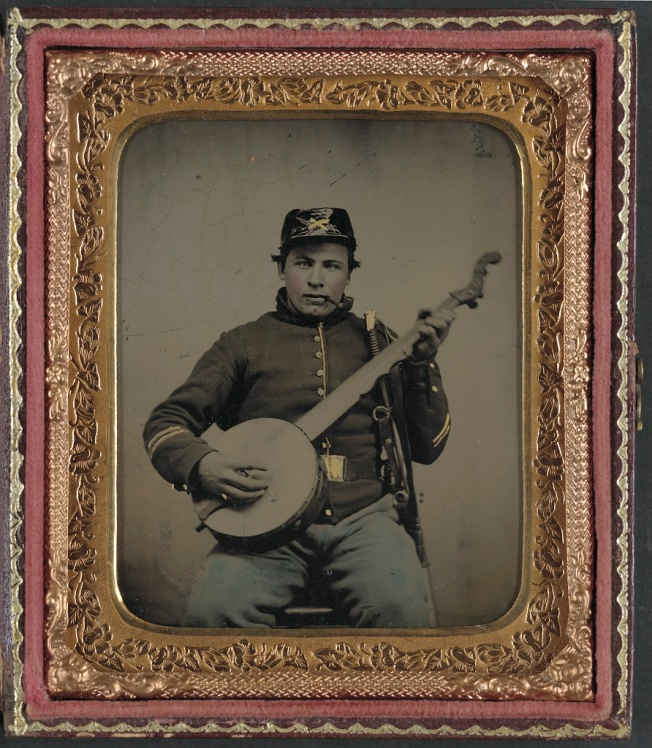 A Union soldier and his instrument (Library of Congress)